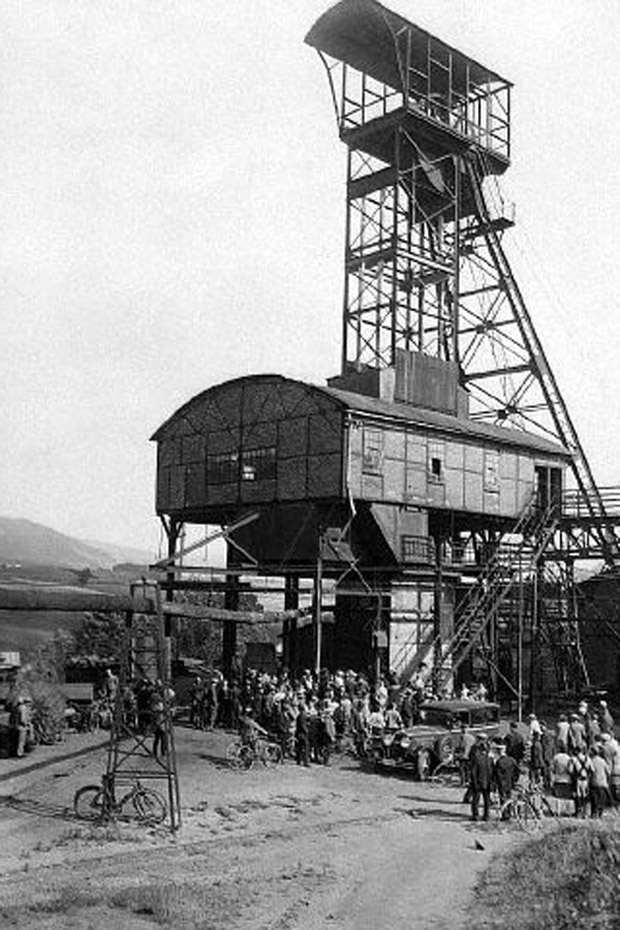 14 Oct 1931, Neurode, Germany --- After it was threatened with closure 3000 workers bought the Wenzeslaus mine in Neurode, Lower Silesia. This is the Kurts shaft. --- Image by © Austrian Archives/CORBIS